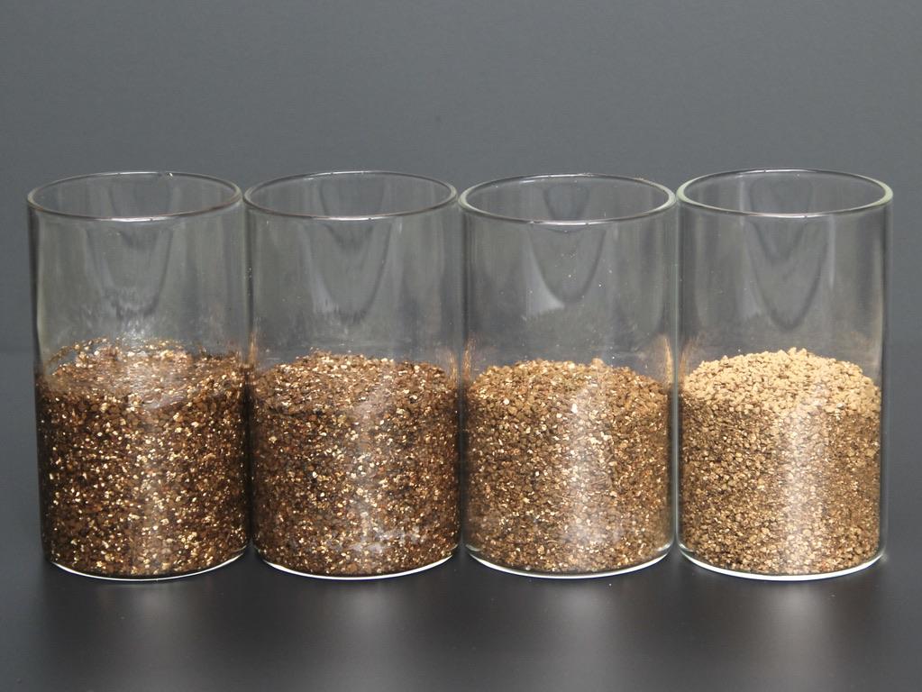 土の湿り気具合の比較4種